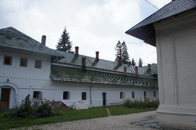 ルーマニア(16) シナイア修道院の花_c0011649_17454566.jpg