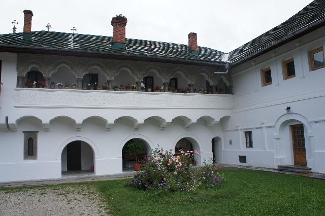 ルーマニア(16) シナイア修道院の花_c0011649_1747050.jpg