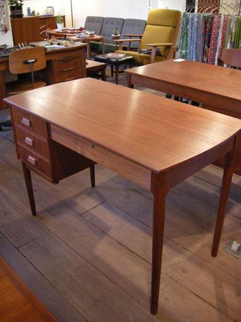 Desk (DENMARK)_c0139773_18385919.jpg
