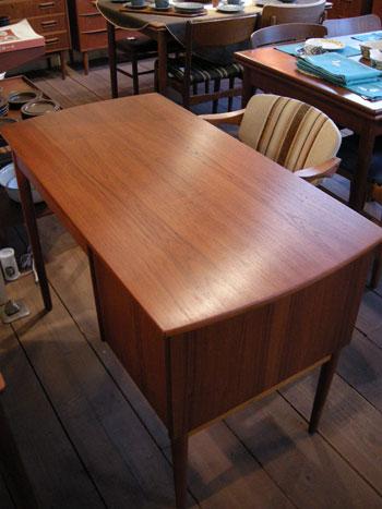 Desk (DENMARK)_c0139773_18391674.jpg