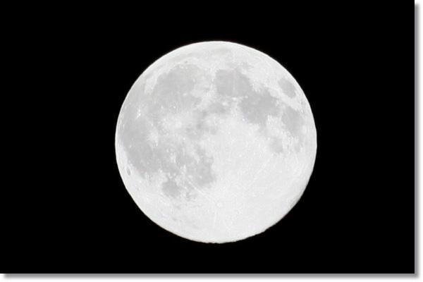 満月_f0146493_1249549.jpg