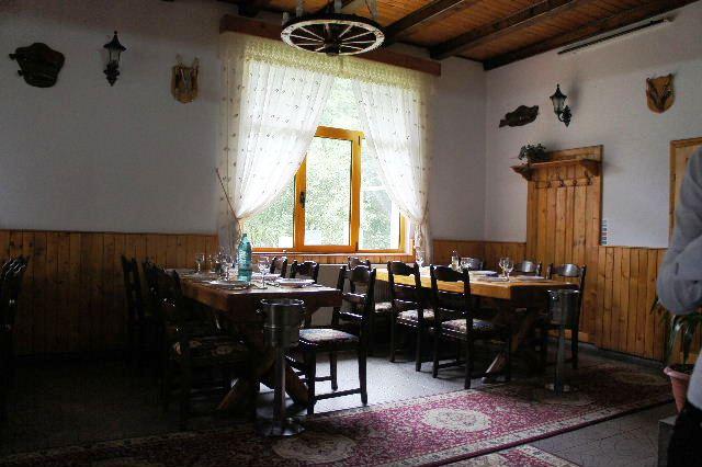 ルーマニア(17) レストランで昼食_c0011649_716182.jpg