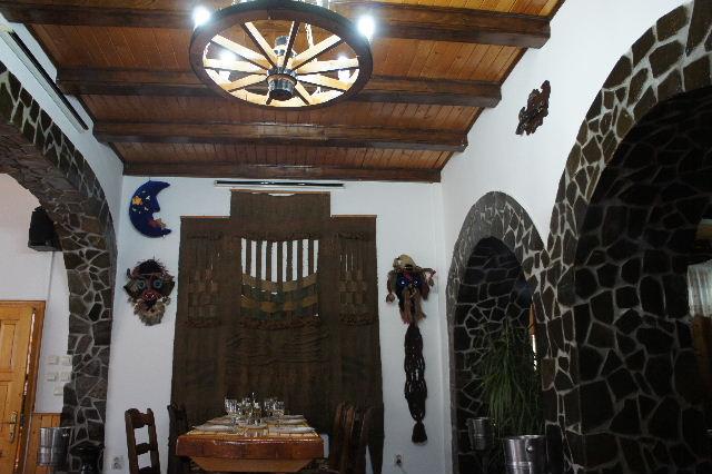 ルーマニア(17) レストランで昼食_c0011649_7162184.jpg
