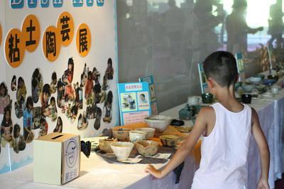 環境と伝統文化のお祭!!パート⑤「再生粘土の陶芸展」2010年7月24日 奈良県新公会堂エントランスにて_c0206588_17101093.jpg