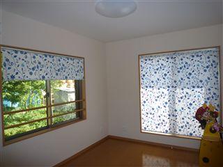 2階の個室をロールスクリーンに・・・_c0131666_2351155.jpg