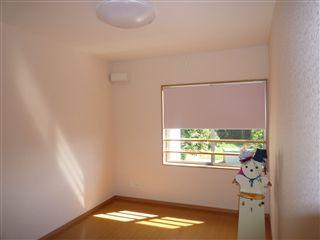 2階の個室をロールスクリーンに・・・_c0131666_23512676.jpg
