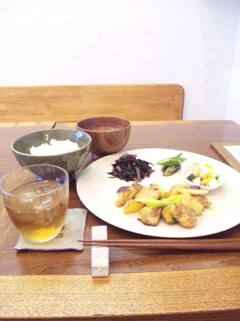 雑貨カフェ「ユメノキ」へ。_d0128268_7482471.jpg