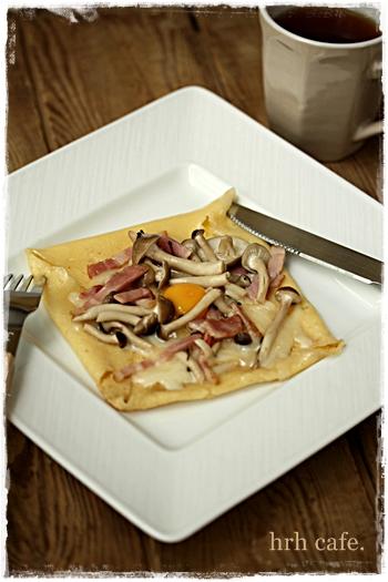 米粉のガレット きのことチーズと卵とろ~り!ランチにも♪_b0165178_1005815.jpg