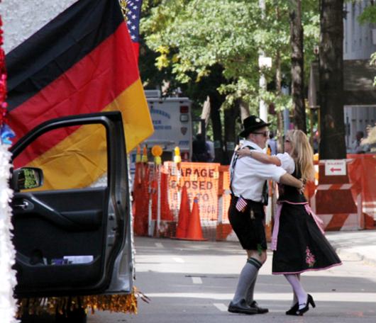 ドイツの民族衣装ってメイドさんのコスプレっぽいかも?_b0007805_10315551.jpg