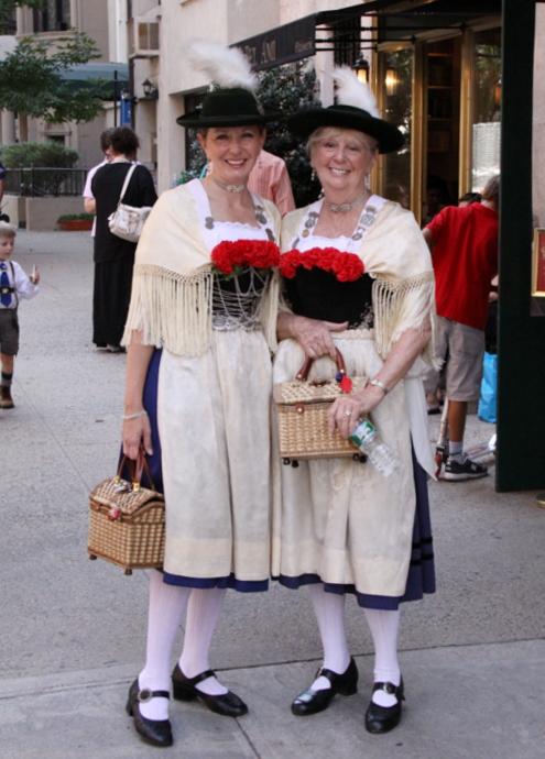 ドイツの民族衣装ってメイドさんのコスプレっぽいかも?_b0007805_10334037.jpg