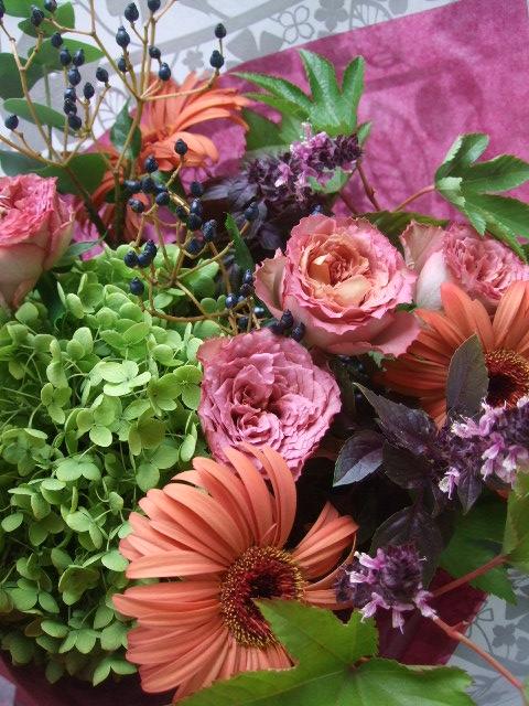 オークリーフ(バラ・テナチュールとガーベラ・セリーナの花束)_f0049672_16295450.jpg
