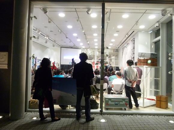 東京散歩、土曜日。_c0180686_8492571.jpg