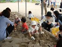 砂遊び大好き!_f0202388_2047994.jpg