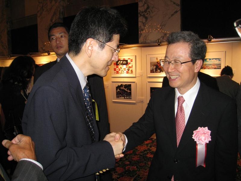 程永华大使与来宾进行了广泛的交流_d0027795_239157.jpg