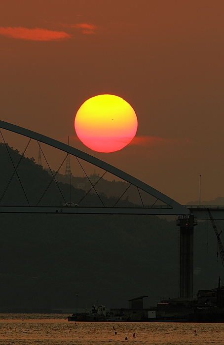 """""""内海大橋に沈む夕陽""""_a0140608_6513100.jpg"""