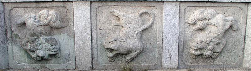 両端に獅子紋・中央に虎紋を置く3間の羽目板部(その9)_e0113570_20523373.jpg