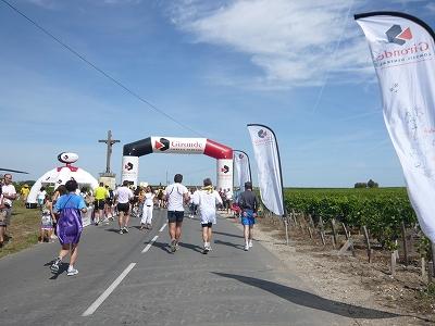 メドックマラソンツアーDay3 メドックマラソン2010 31km~完走!_d0113725_3371042.jpg