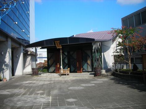 都会風のモダンな神社_d0183174_8433297.jpg