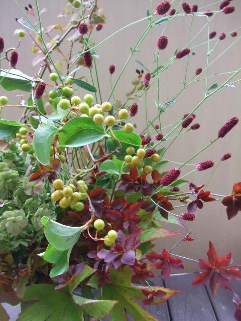 オークリーフ(秋色紫陽花と紅葉と吾亦紅のアレンジメント)_f0049672_17435920.jpg