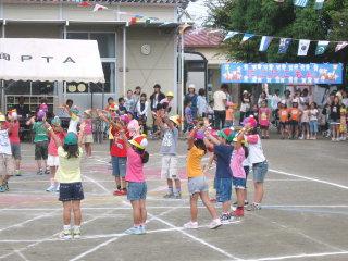 ** 幼稚園の運動会 **_d0147488_1143472.jpg
