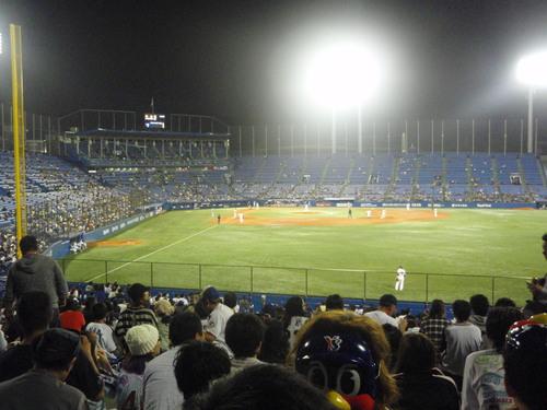 国立から神宮へ。久しぶりの神宮での野球観戦。_e0006700_23284741.jpg