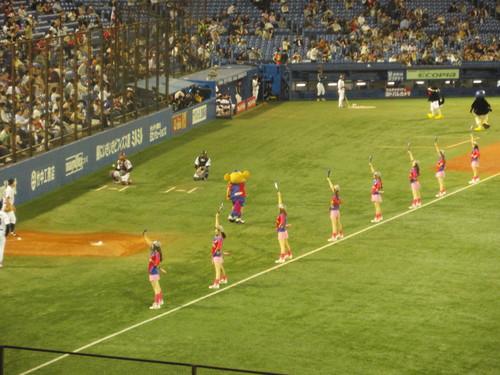 国立から神宮へ。久しぶりの神宮での野球観戦。_e0006700_23285759.jpg