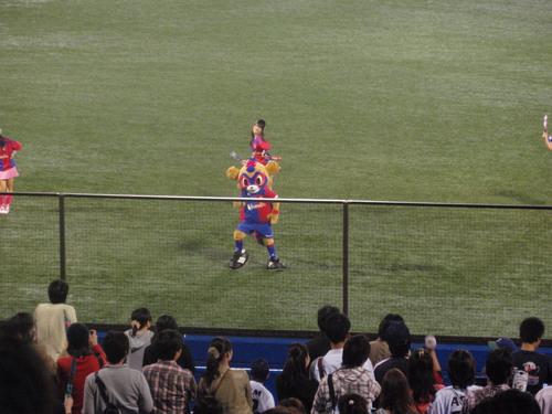 国立から神宮へ。久しぶりの神宮での野球観戦。_e0006700_23302180.jpg