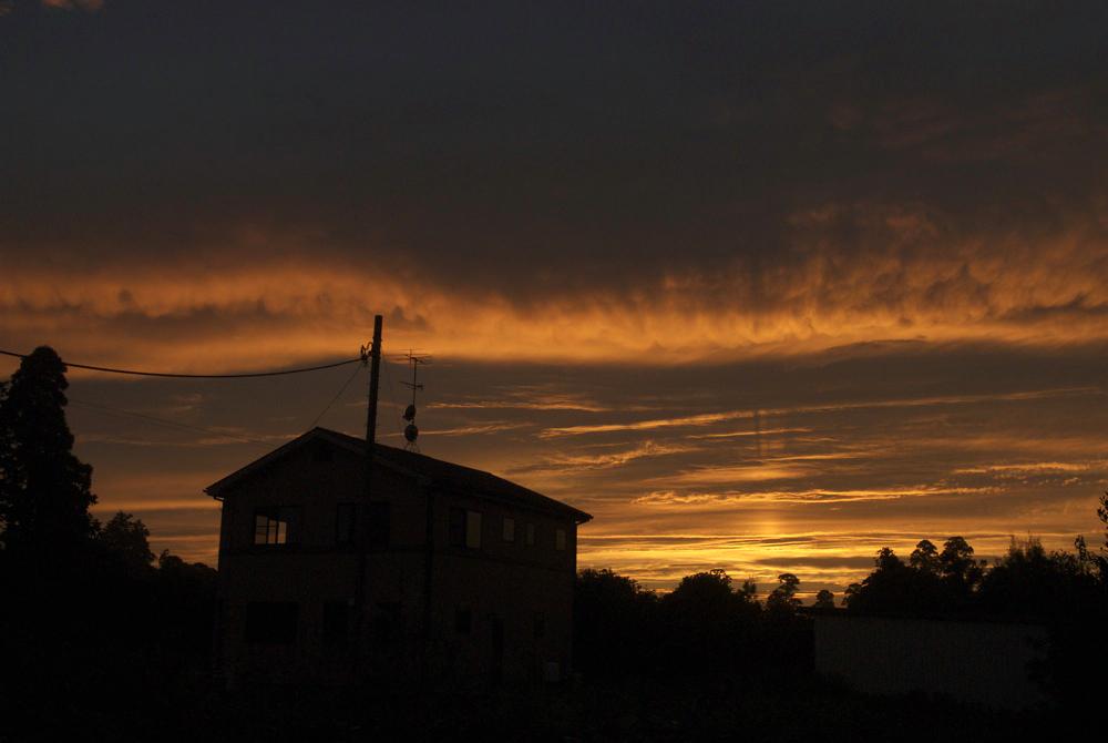 昨日の夕焼け。_c0127403_2183619.jpg