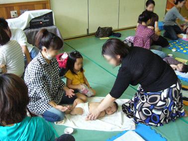 東福寺保育園 ベビーヨガ_a0111125_1832353.jpg