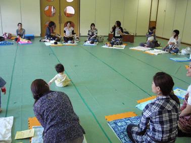 東福寺保育園 ベビーヨガ_a0111125_183297.jpg
