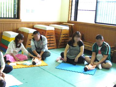 東福寺保育園 ベビーヨガ_a0111125_1844162.jpg