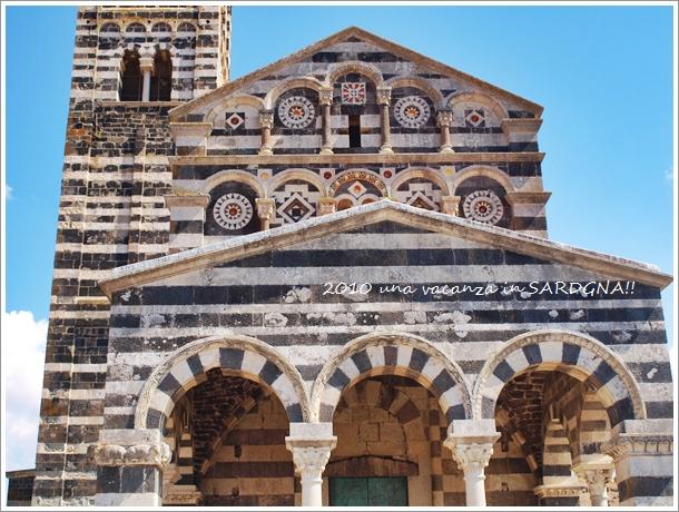 12世紀の教会@サルデニア La Basilica della Santissima Trinita\' di Saccargia_f0229410_1538653.jpg