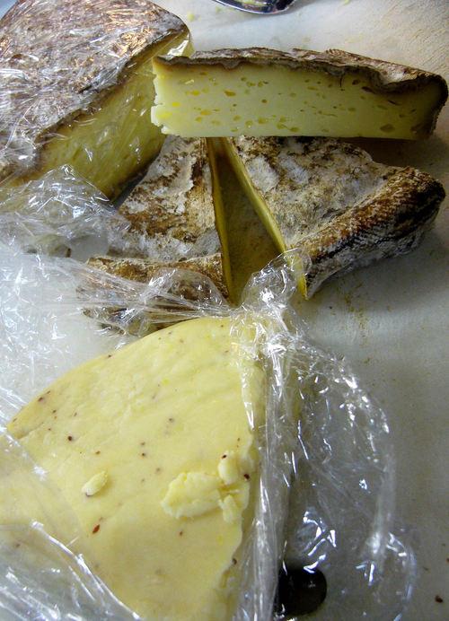 今月のチーズは秋よ深まれ秋味チーズ2種盛り♪_c0069047_021611.jpg