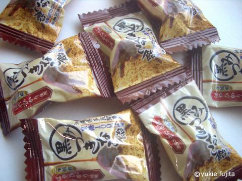 商品ロゴ : 「黒みつきなこ飴」 サクマ製菓株式会社様_c0141944_055069.jpg