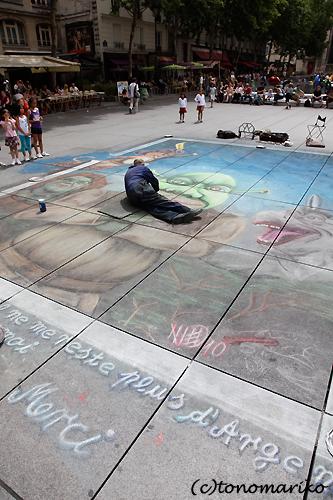パリの街中アートと小銭稼ぎ_c0024345_419756.jpg