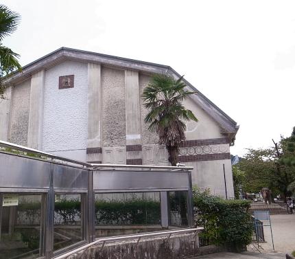 大正12年ゾウ舎のレリーフをあおいで~大人のための京都市動物園案内_c0069903_10584033.jpg