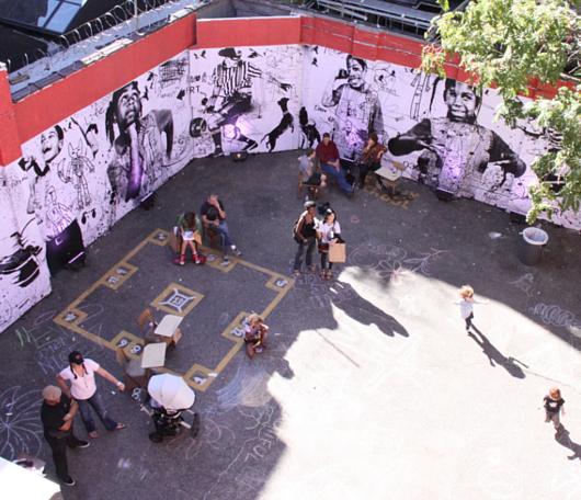 廃校になった小学校を使ったNYの大アート・イベント RE:FORM SCHOOL_b0007805_23504611.jpg