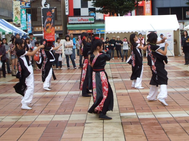 秋田駅前で_f0019498_18443521.jpg