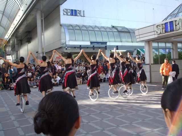 秋田駅前で_f0019498_18462253.jpg