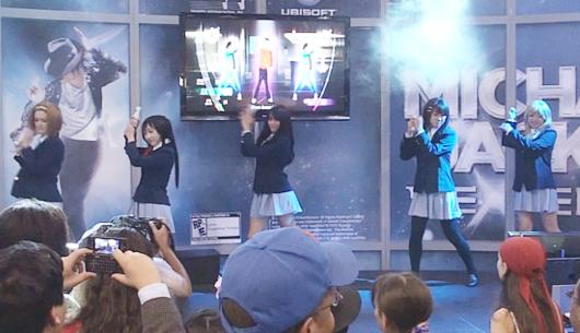 NYアニフェス&コミコン初参加の「けいおん!」、マイケルのBeat Itダンスを踊る_b0007805_14134613.jpg