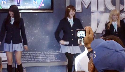 NYアニフェス&コミコン初参加の「けいおん!」、マイケルのBeat Itダンスを踊る_b0007805_14144860.jpg
