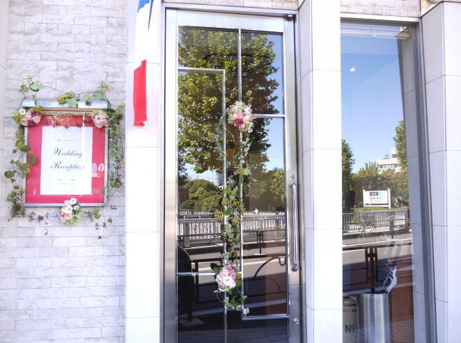 ドアの装花 窓の装花  レストランFEU様へ_a0042928_22401267.jpg