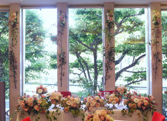 ドアの装花 窓の装花  レストランFEU様へ_a0042928_22402132.jpg