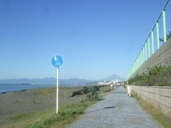 秋の湘南海岸....サ-ファー&釣り人_b0137932_11581686.jpg