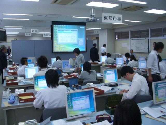 議会で富士市立高校の開設準備を視察_f0141310_2325524.jpg