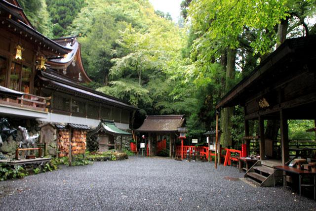 貴船神社の朝_e0048413_196231.jpg