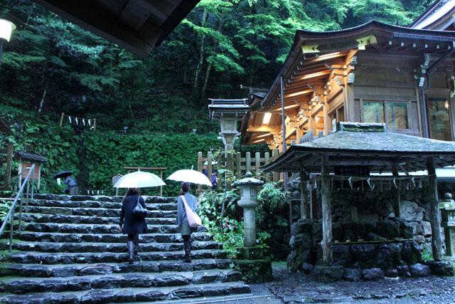 貴船神社の朝_e0048413_1965458.jpg