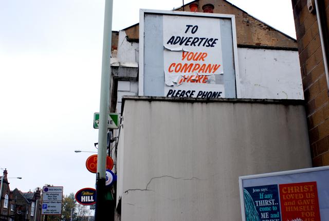 ロンドン郊外(2)手書き広告のつづき_e0175918_5222012.jpg