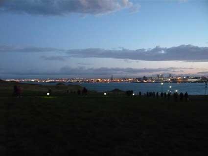 ジョン・レノンのピースタワーを楽しむ異常気象のアイスランド_c0003620_6224114.jpg