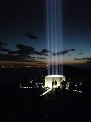 ジョン・レノンのピースタワーを楽しむ異常気象のアイスランド_c0003620_6245589.jpg